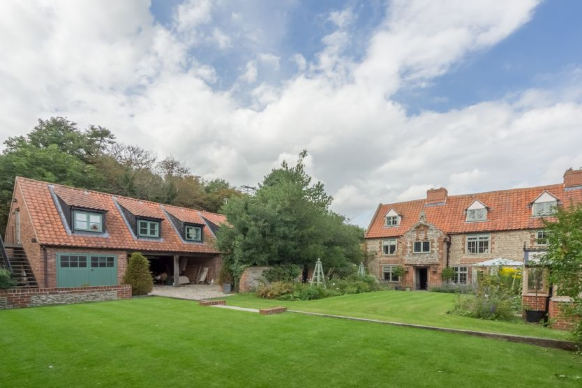 Click here for more about Tudor Cottage (10)