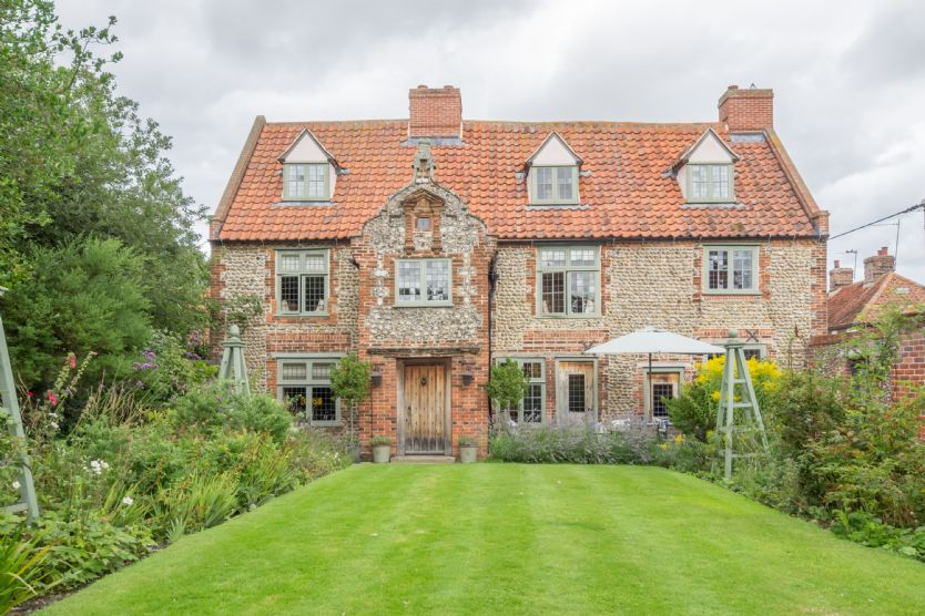 Click here for more about Tudor Cottage (8)