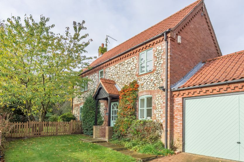 Click here for more about Owl Cottage (Woodside)