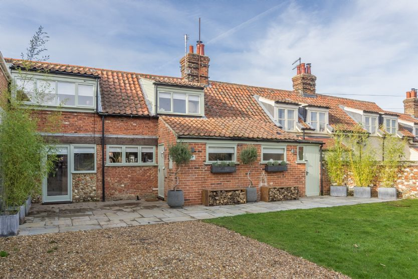 Click here for more about Hemingford Cottage