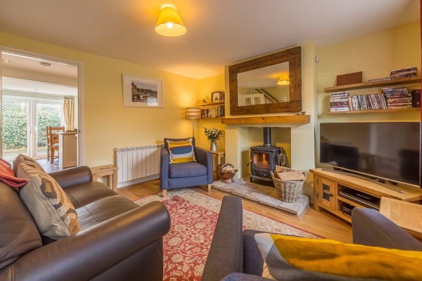 Click here for more about Poppy Cottage (Holt)