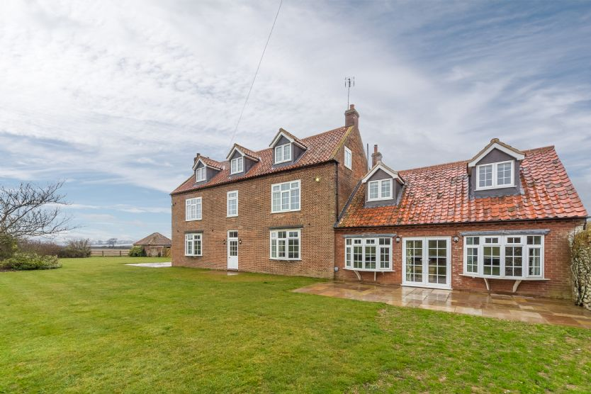 Click here for more about Lyng Farmhouse