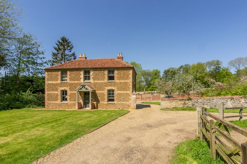 Cottages in the Walled Garden sleeps 16