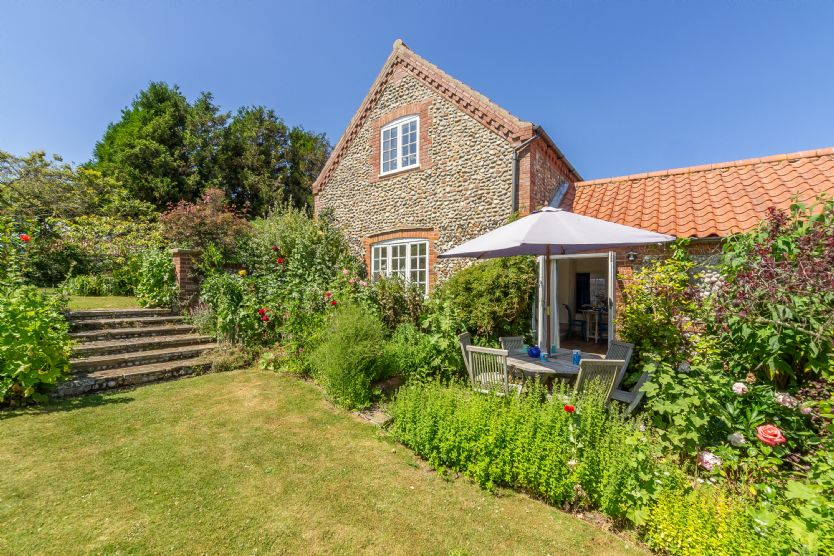 Click here for more about Tethys Cottage, 16 Abbey Mews