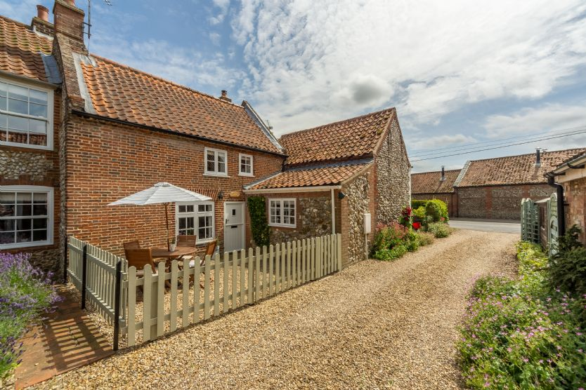 Click here for more about Sextons Yard Cottage