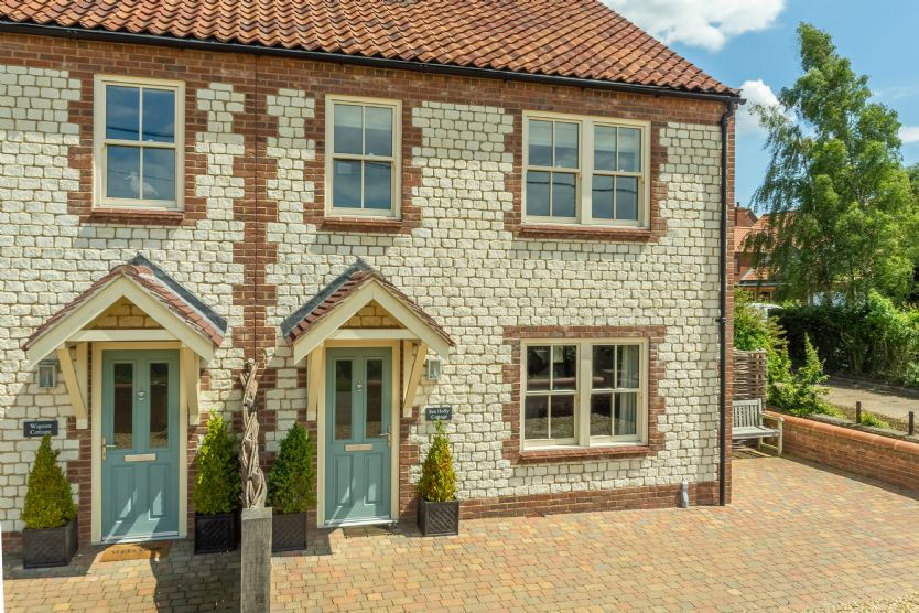 Click here for more about Sea Holly Cottage