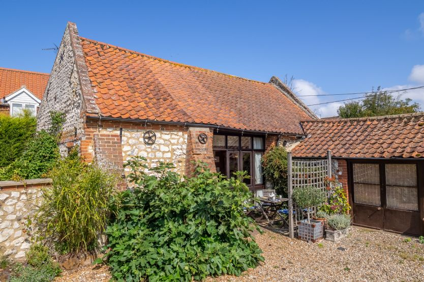 Click here for more about Eastgate Barn
