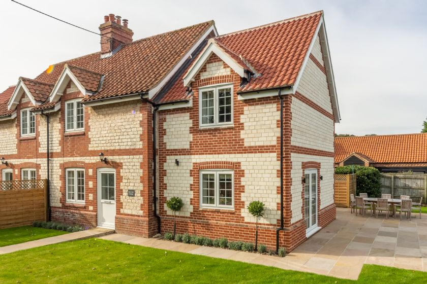 Click here for more about 2 Hall Lane Cottages