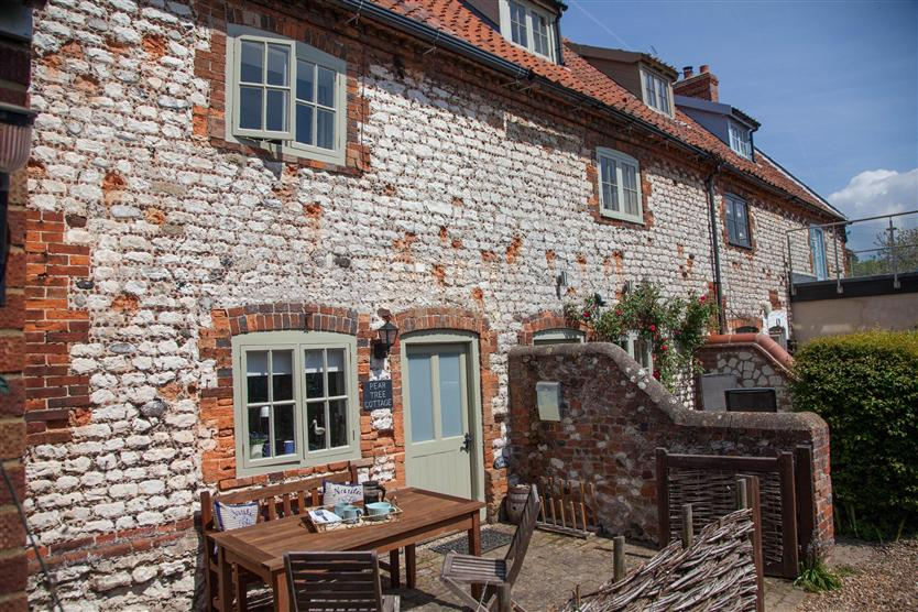 Click here for more about Pear Tree Cottage (2)