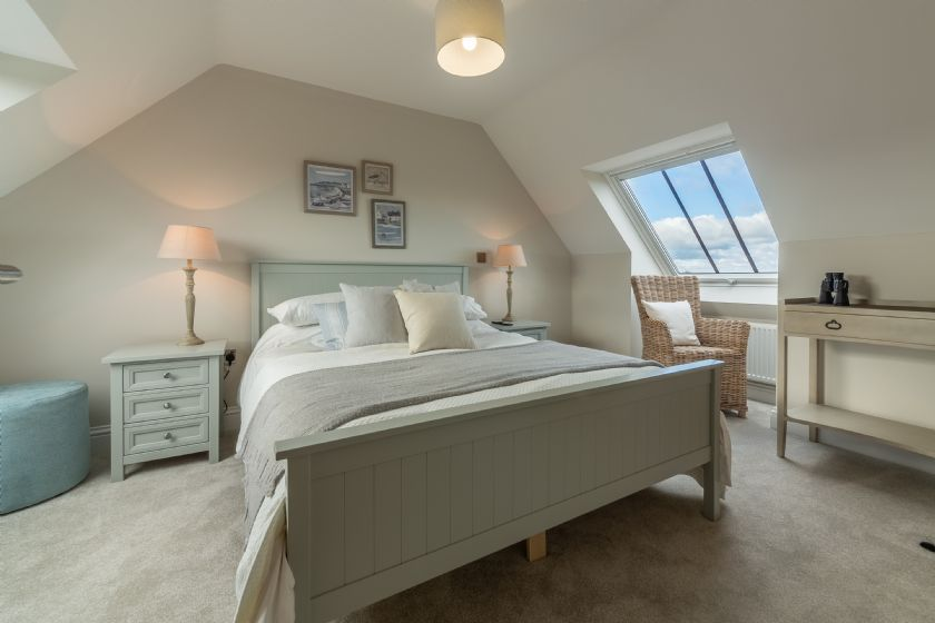 Click here for more about 3 Knights  Cottages