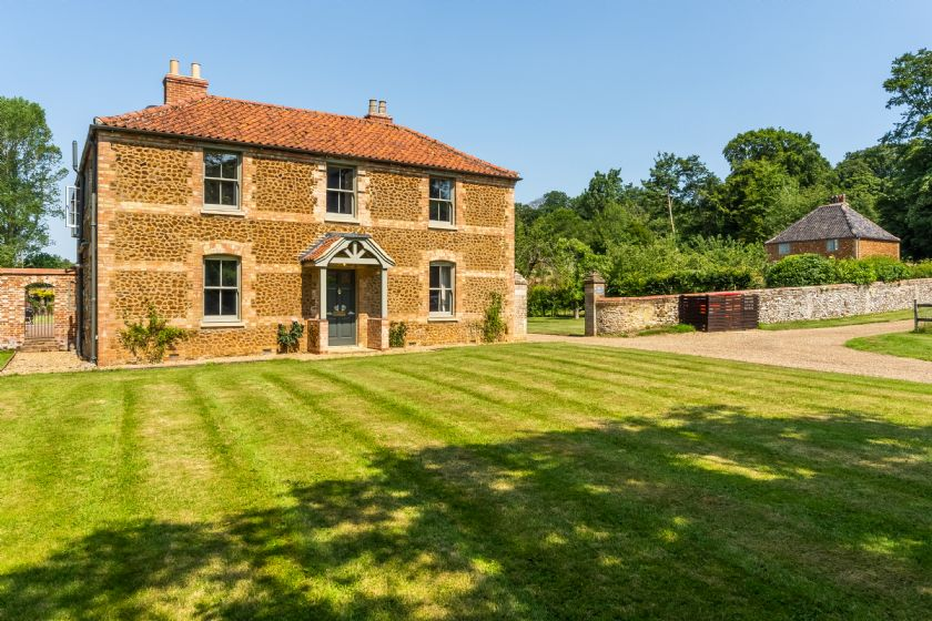 Details about a cottage Holiday at Gardeners Cottage (F)