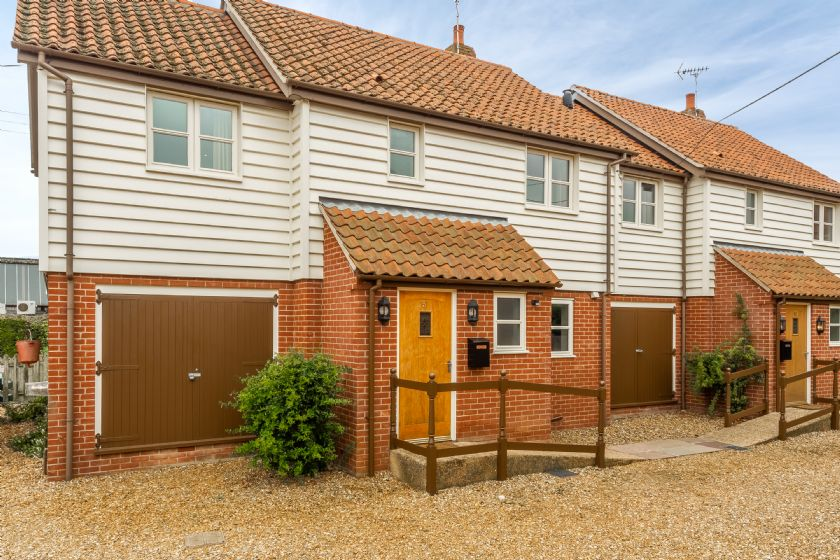 Click here for more about Railway Cottage 1
