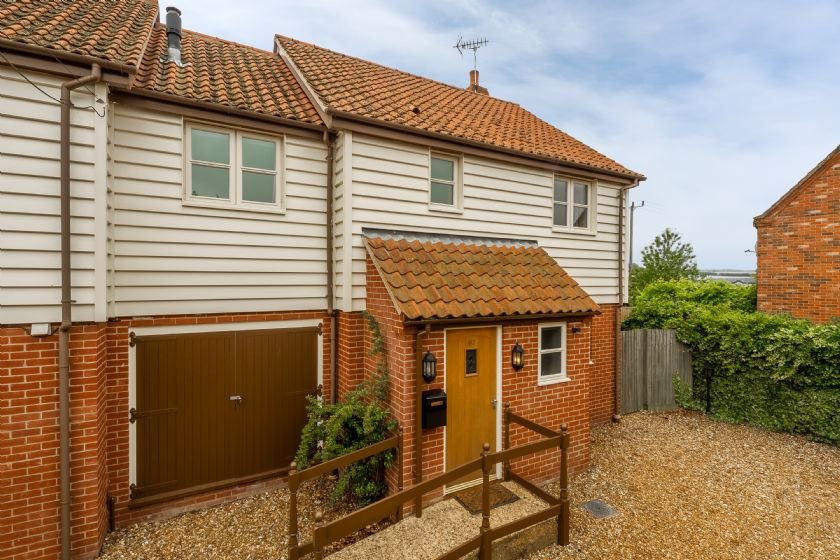 Click here for more about Railway Cottage 2