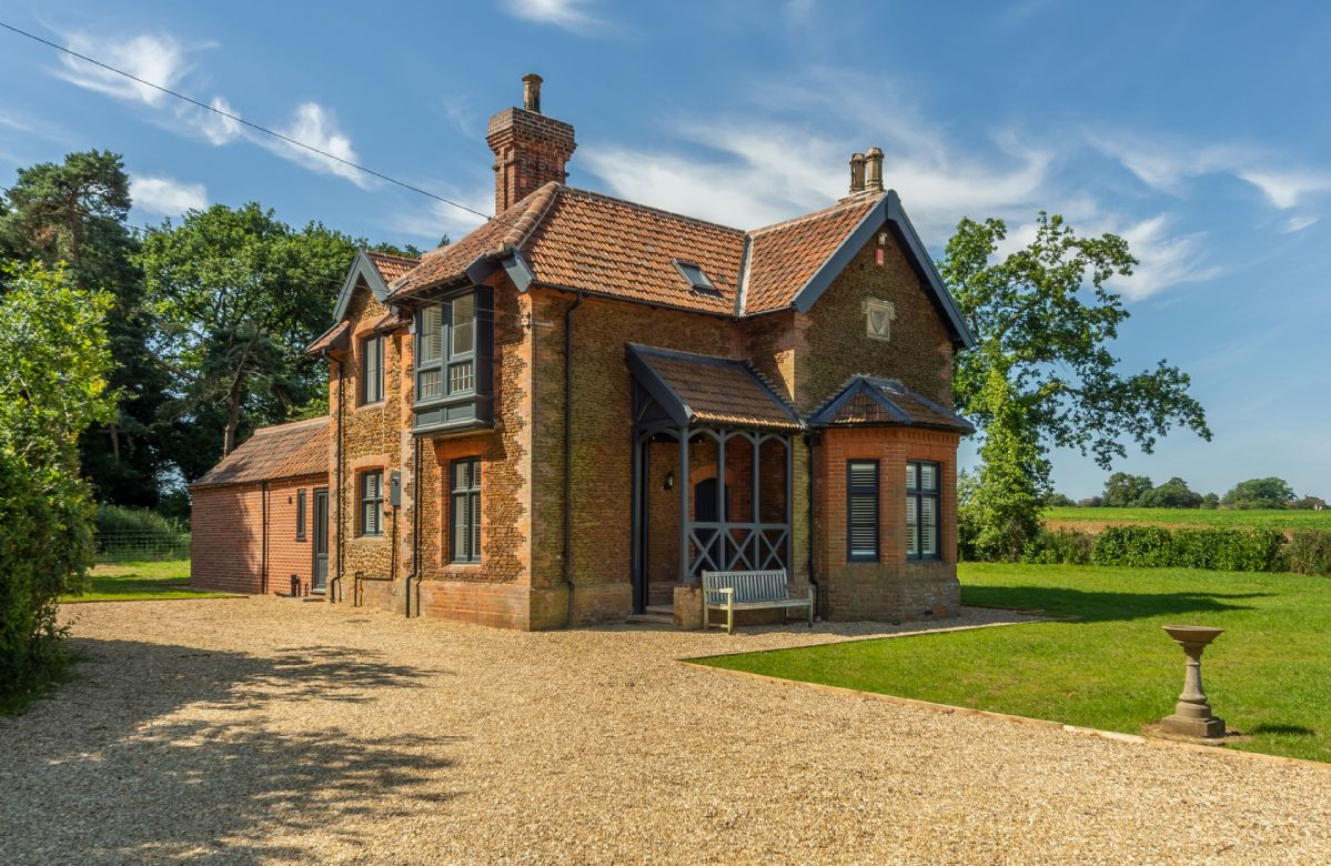 Click here for more about Keepers Cottage (M)