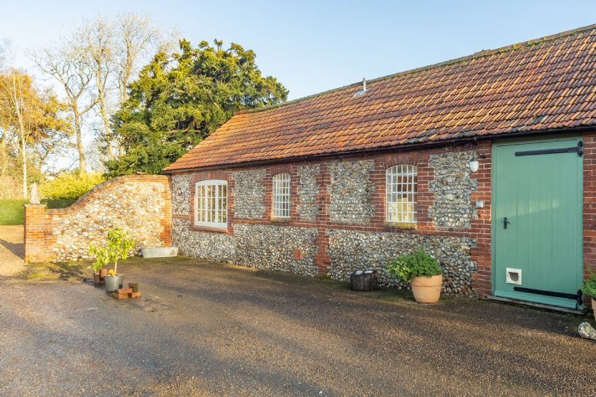 Click here for more about Garden Cottage (ER)