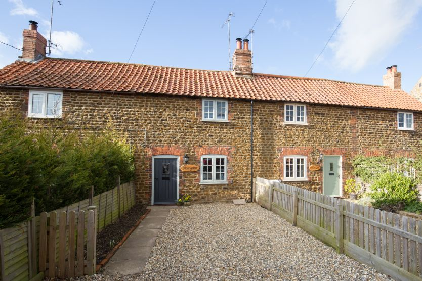 Click here for more about Moongazer Cottage