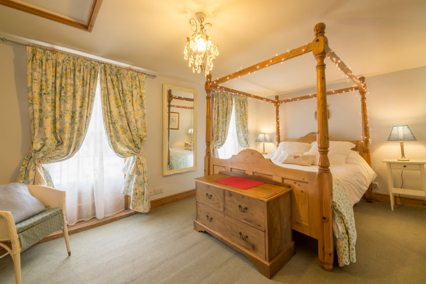 Click here for more about Walnut Cottage