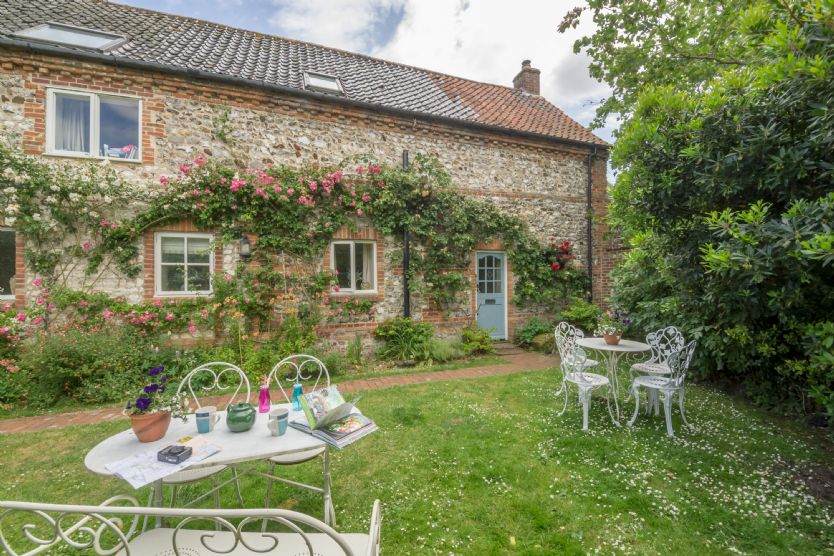 Click here for more about Grooms Cottage (B)